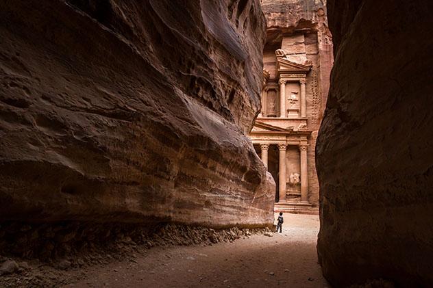 El admirable trabajo artesanal de los nabateos en la Siq de Petra, Jordania © Balint Kasza / 500px