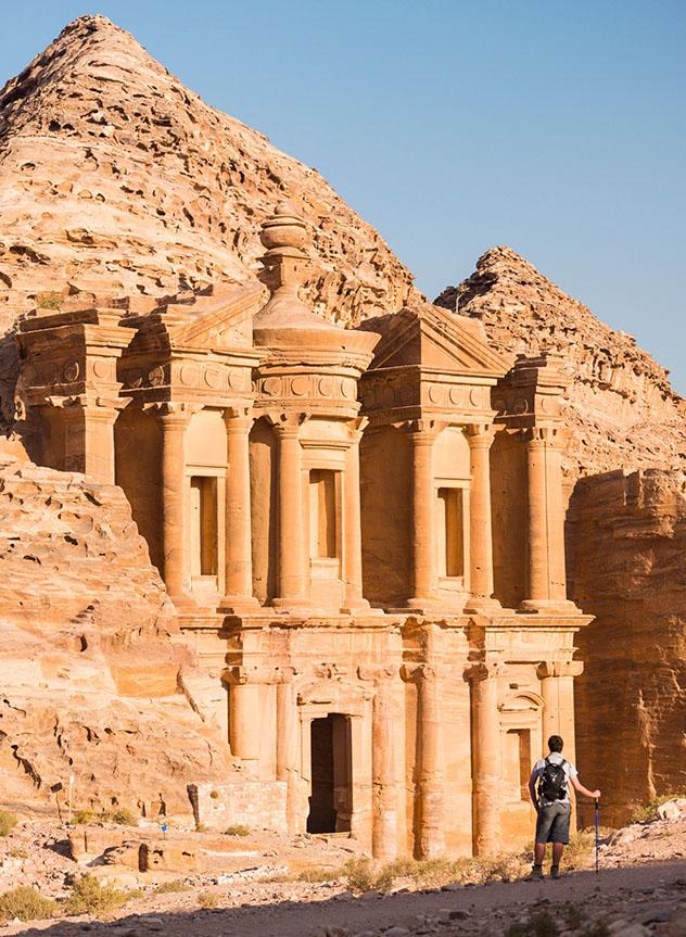 Es fácil que excursionistas y exploradores quieran ampliar el tiempo que pasan en Petra, Jordania © Justin Foulkes / Lonely Planet