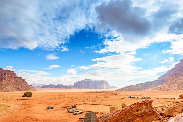 Vistas del Wadi Rum desde el manantial de Lawrence, Jordania © Richard Yoshida / Shutterstock