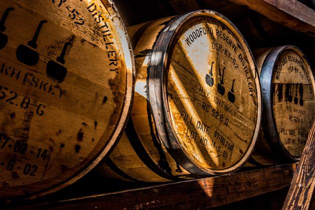 Barriles de whisky en la Touring Woodford Reserve Distillery, Kentucky, EEUU © thomas carr / Shutterstock