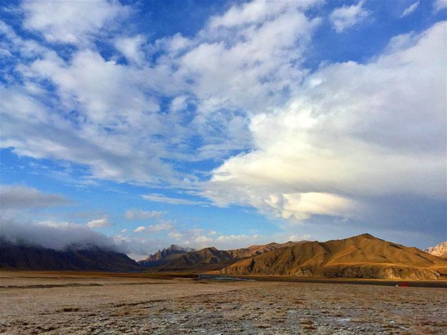Cerca del polo de inaccesibilidad: el vasto paisaje de las Tian Shan kirguisas, Kirguistán © Megan Eaves / Lonely Planet
