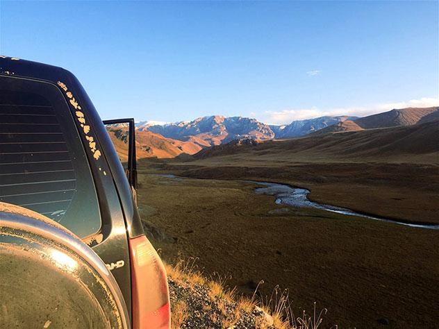 En plena naturaleza: hay cinco horas de viaje en coche –y muchos baches– hasta el valle Tuyuk Botomoymok, Kirguistán © Megan Eaves / Lonely Planet
