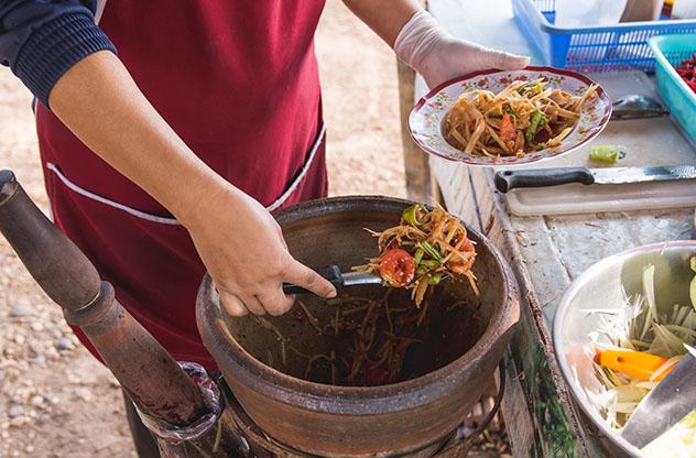 Un viaje gastronómico a Laos: ensalada de papaya verde