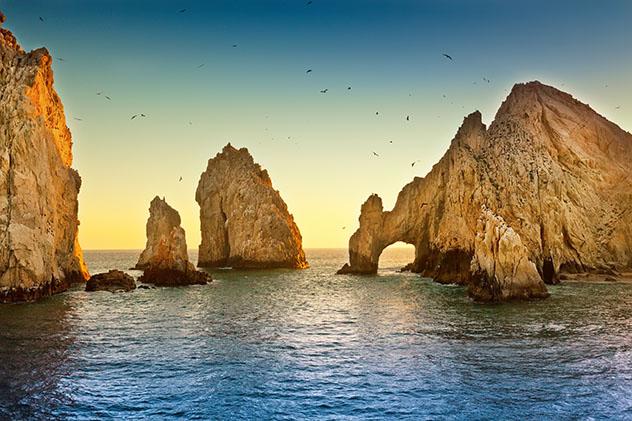 Por el mar de Cortés, un libro para navegar en un pequeño barco por Baja California