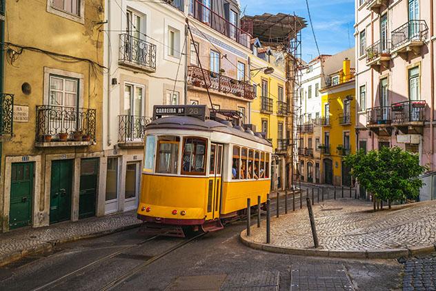 Subir a un tranvía en Lisboa