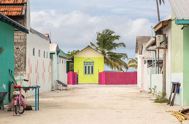 Una de las calles del atolón Meedhoo Raa, Maldivas © wsf-s / Shutterstock