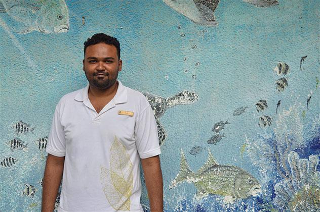 Azmy ofrece a los visitantes una visión menos comercial y más amable de las Maldivas © Emma Sparks / Lonely Planet