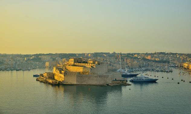 La luz del alba baña el Fuerte St. Angelo, recién restaurado, Malta © Sizun Eye / Getty Images