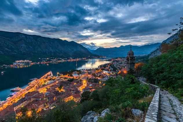 Bahía de Kotor, Montenegro © Razvan Vasile / Shutterstock