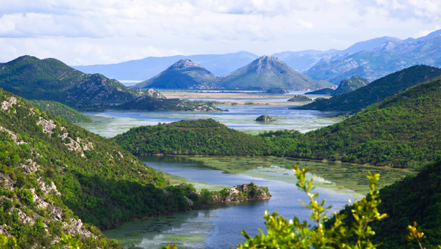 Lago Skadar, norte de Montenegro © ollirg_Shutterstock