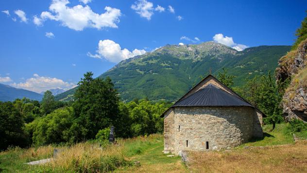 Monasterio de Brezojevica, cerca de Plav, norte de Montenegro © Lenar Musin / Shutterstock