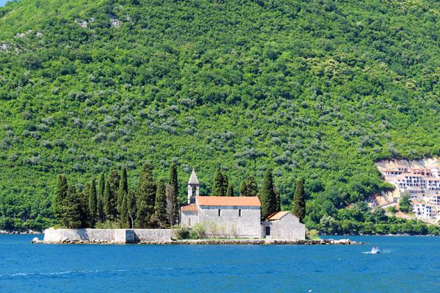 Monasterio e isla de San Jorge, Perast, Montenegro © Anastasia Kamysheva / Shutterstock