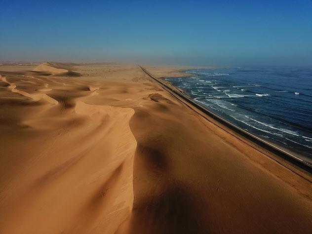 Experiencia salvaje en África: pisar las dunas en Namibia