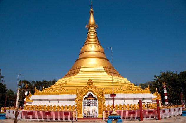 El espectacular Templo Dorado de Myanmar, una de las primeras estructuras budistas que se alzaron en la zona monástica, Lumbini, Nepal © CR Shelare / Getty Images