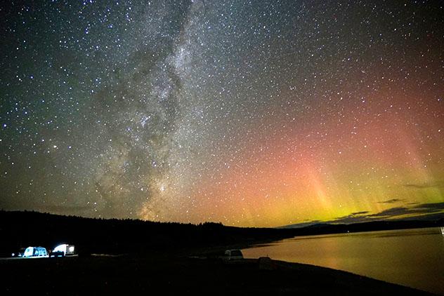 Aurora austral en Nueva Zelanda, Isla Sur, lago Pukaki