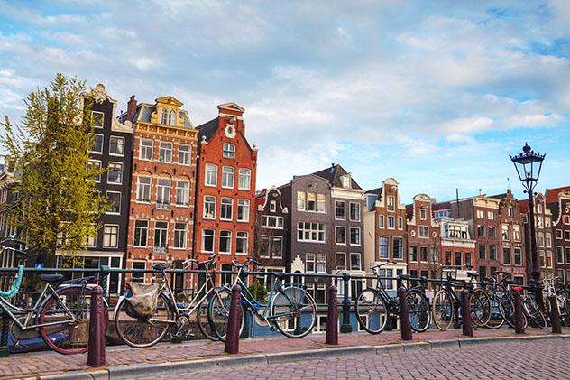 Ámsterdam no es famoso por sus parlamentarios aburridos, precisamente..., Países Bajos © photo.ua / Shutterstock