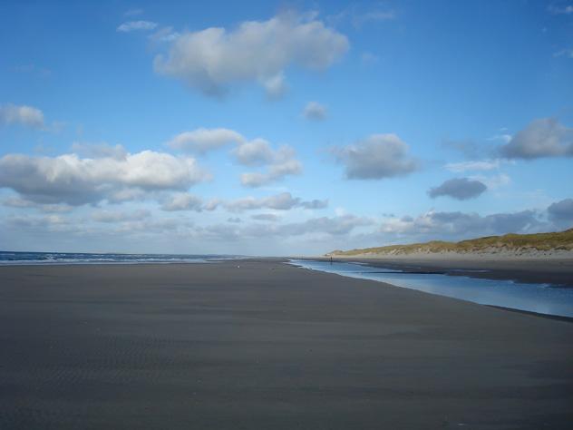 Vlieland está dotada de un montón de playas doradas, entre las que destaca la extensa playa que abarca toda su costa oeste, Frisia, Países Bajos © Yvonne60 / Shutterstock