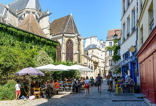 Tomar un café en París