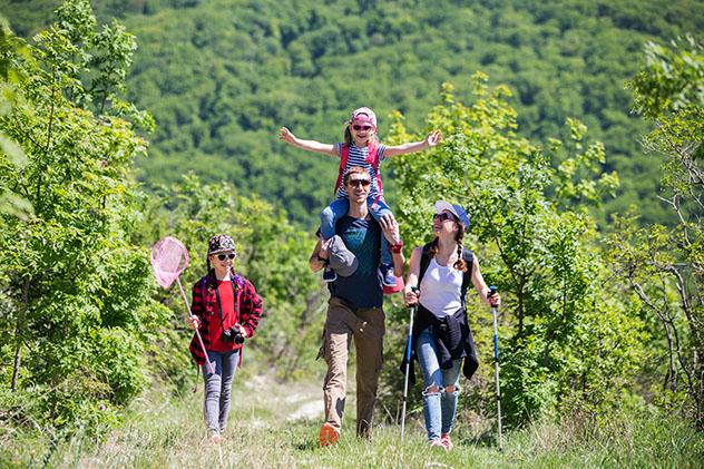 Aventuras en familia: paseo por la naturaleza