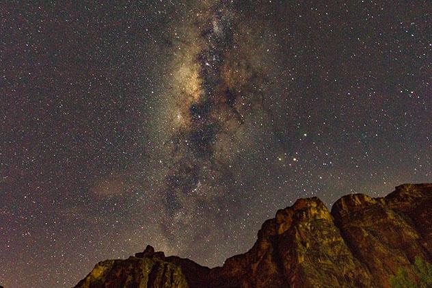 Estrellas en el cielo de Pisac, Valle Sagrado, Perú © Christopher Carroll / Shutterstock