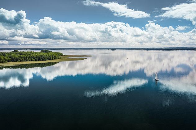 Observar las nubes de verano más bellas en Masuria, Polonia
