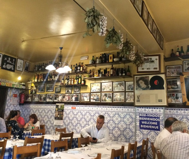 Restaurante de Lisboa, Portugal © Sandra Henriques Gajjar / Lonely Planet