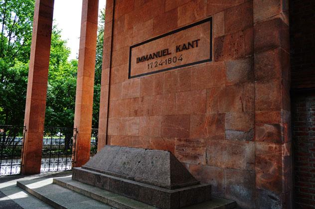 La tumba de Immanuel Kant en la catedral de Kaliningrado, Rusia © Elena Lyubimova / Shutterstock