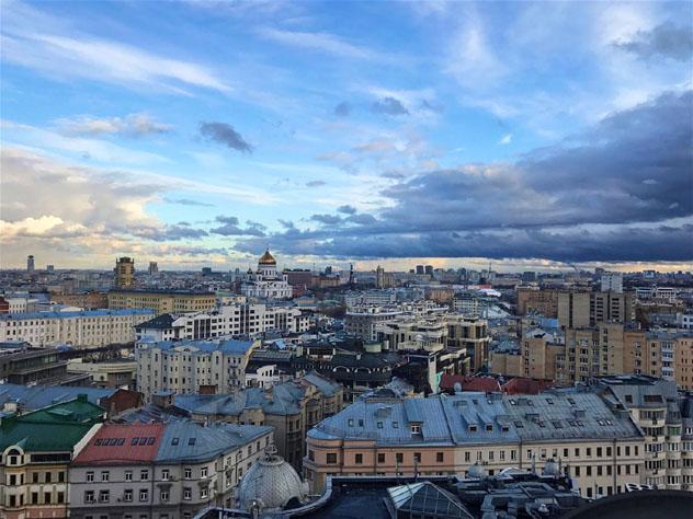 La vista de los tejados de Moscú desde la oficina de Kira Tverskaya, Rusia © Kira Tverskaya / Lonely Planet