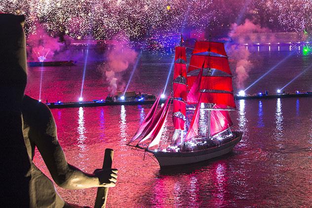 Scarlet Sails, celebración después del solsticio de verano en San Petersburgo, Rusia