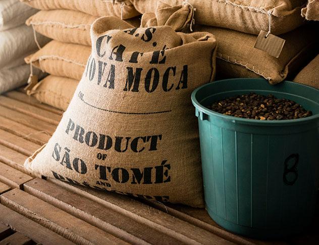 Santo Tomé y Príncipe: sacos de grano de cacao
