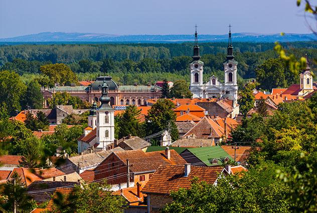 Novi Sad, Serbia: Sremski Karlovci y el monte Fruška Gora a las afueras