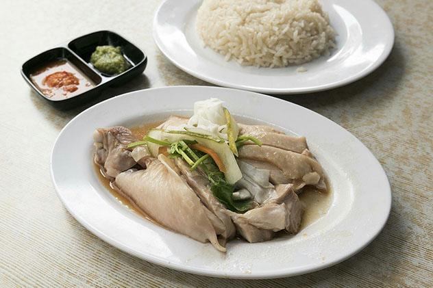 Un viaje gastronómico a Singapur: pollo con arroz