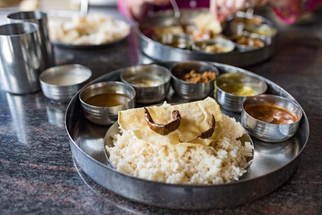 Las comidas en Sri Lanka a menudo se sirven en una bandeja thali, al estilo indio © Malcolm P Chapman / Getty Images