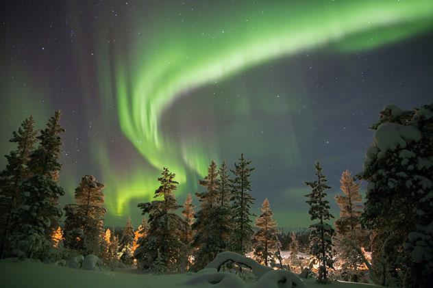 Europa en invierno: aurora boreal en Abisko, Suecia