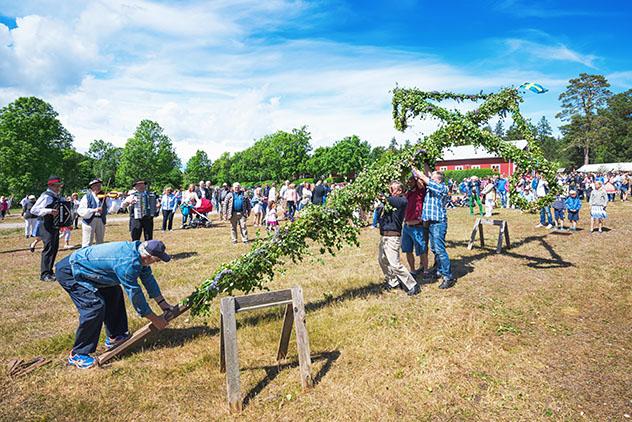 Celebración del solsticio de verano en Suecia