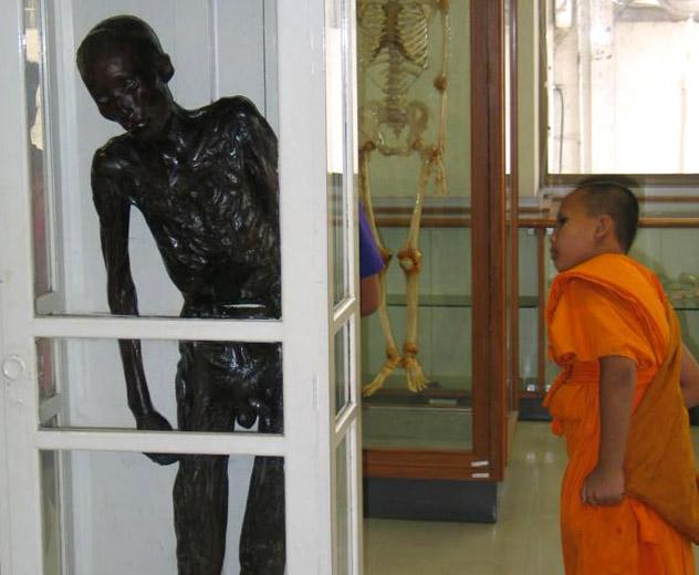 El cadáver de See Uey Sae Ung, Museo Médico Siriraj, Bangkok, Tailandia © Bobby from London, L'Angleterre / CC