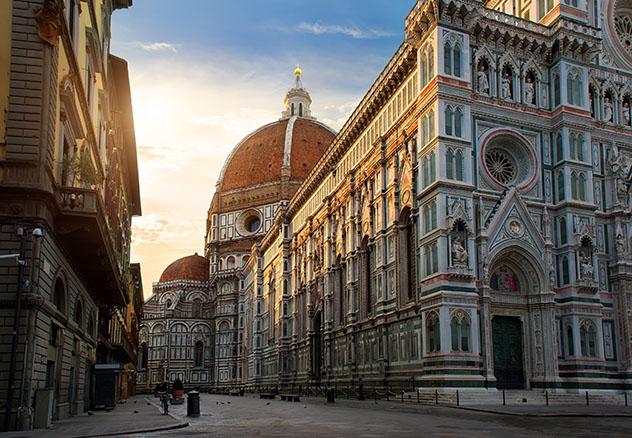 Turismo sostenible: comunidad. La Piazza del Duomo y la catedral de Santa Maria del Fiore, en Florencia