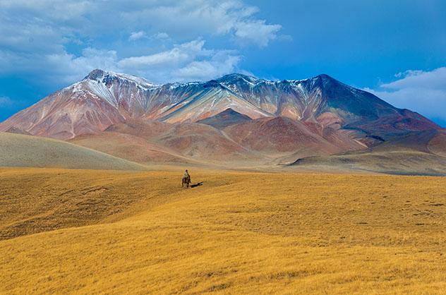 Turismo sostenible: comunidad. Estepa de Kazajistán