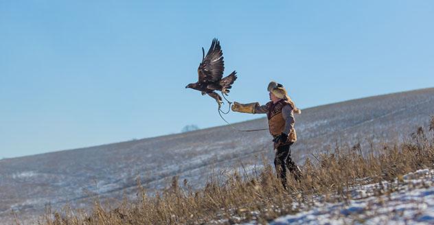 Turismo sostenible: comunidad. Caza con águilas en Kazajistán