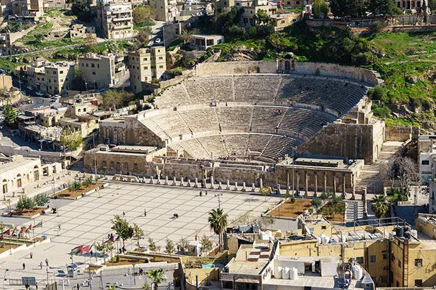 Turismo sostenible: diversidad. El teatro romano de Ammán, Jordania