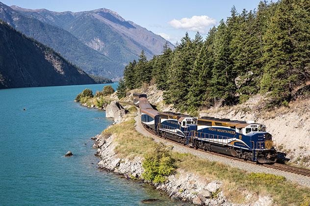 Turismo sostenible: sostenibilidad. El lago Seton, en Columbia Británica, Canadá