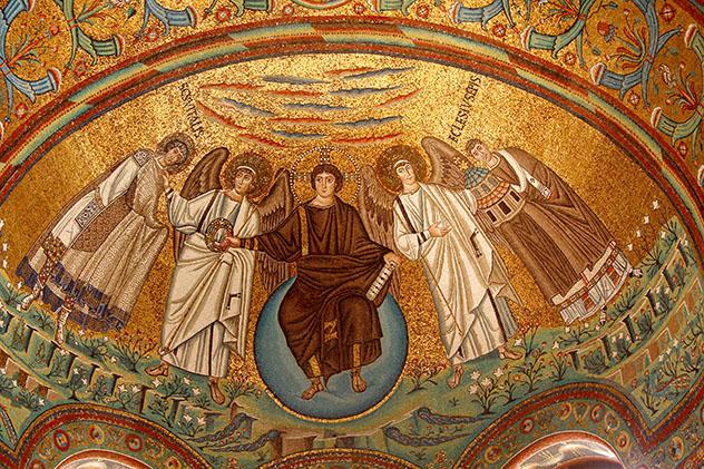 Turismo sostenible: sostenibilidad. Mosaicos de la Basílica de San Vitale, en Rávena, Italia