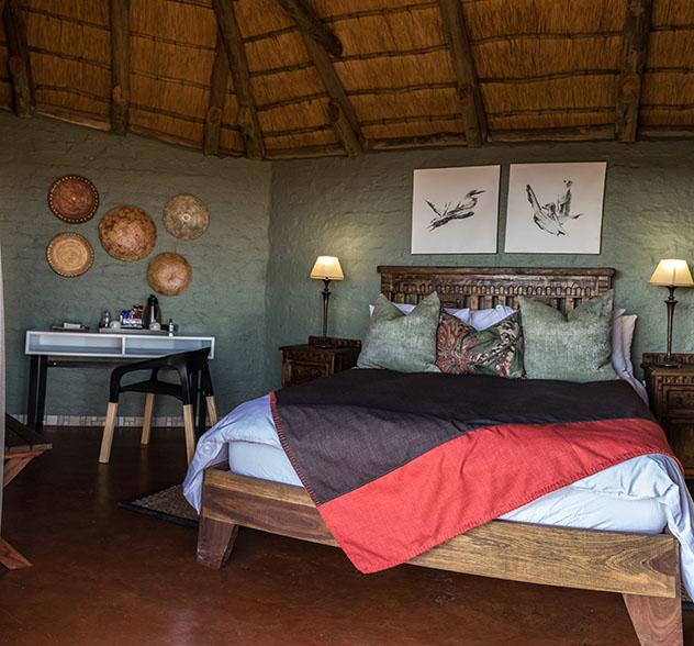 Turismo sostenible: sostenibilidad. Una habitación de Grootberg Lodge, Namibia