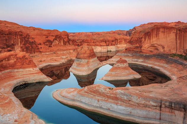 Reflection Canyon, una de las múltiples maravillas geológicas que hay a lo largo del lago Powell, EEUU © Johnny Adolphson / Shutterstock