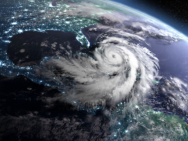 Un viaje virtual con Voyager de Google Earth: huracán, la Tierra desde el espacio