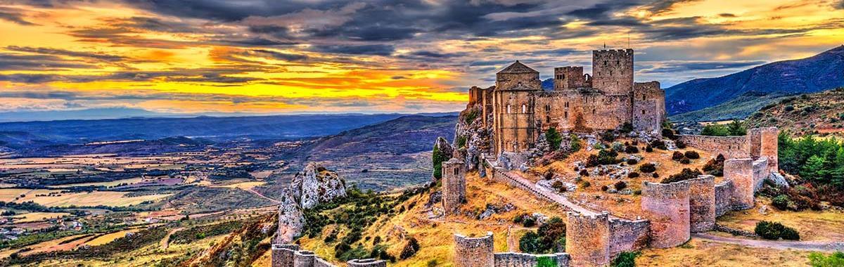 El castillo de Loarre al atardecer, Aragón.