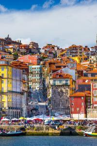 Oporto es bonito, pero si uno se sumerge en sus coloridas calles descubre un mundo de arte urbano