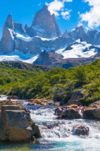Paisaje de lagos y montañas en Argentina