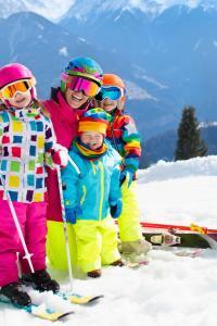 Familia en los Alpes, Austria