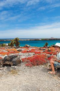 Niños en las islas Galápagos, Ecuador. Viaje sostenible Lonely Planet